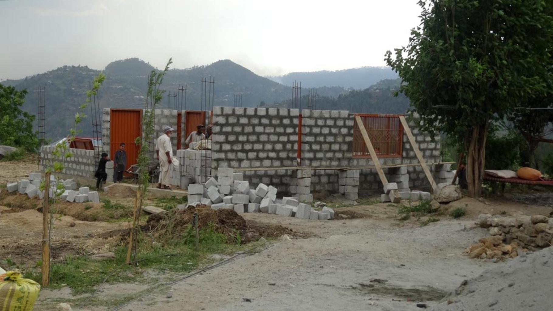 Bauarbeiten bei den Dorfgemeinschaftshäusern gehen gut voran.