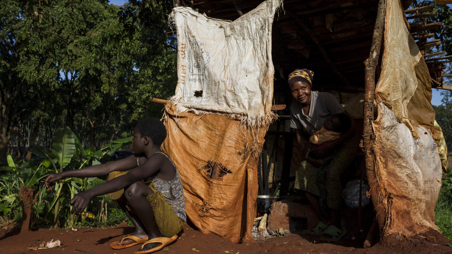 Mutter und Sohn im Nyarugusu Flüchtlingscamp in Tansania