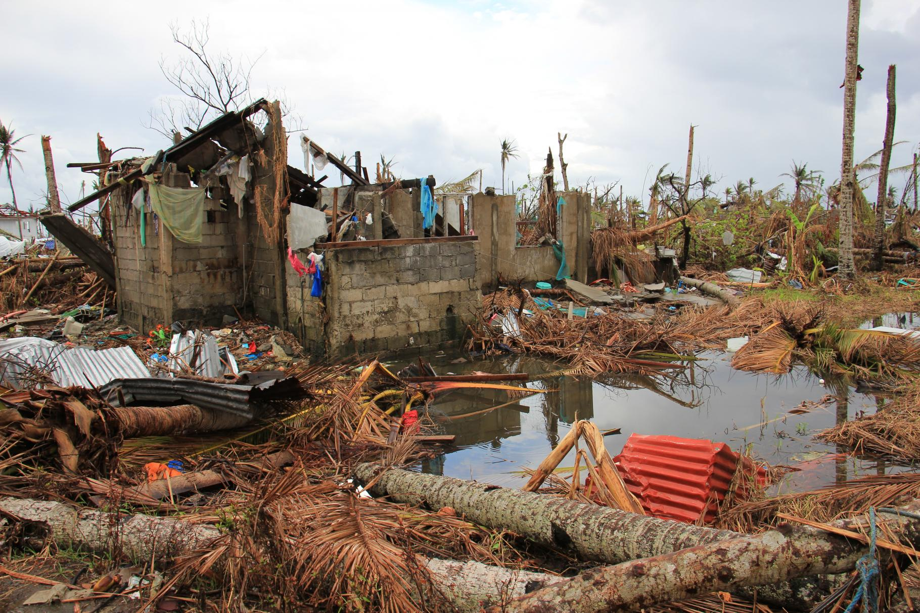 Das Dorf Bantayan Magay nach dem Taifun Haiyan im November 2013
