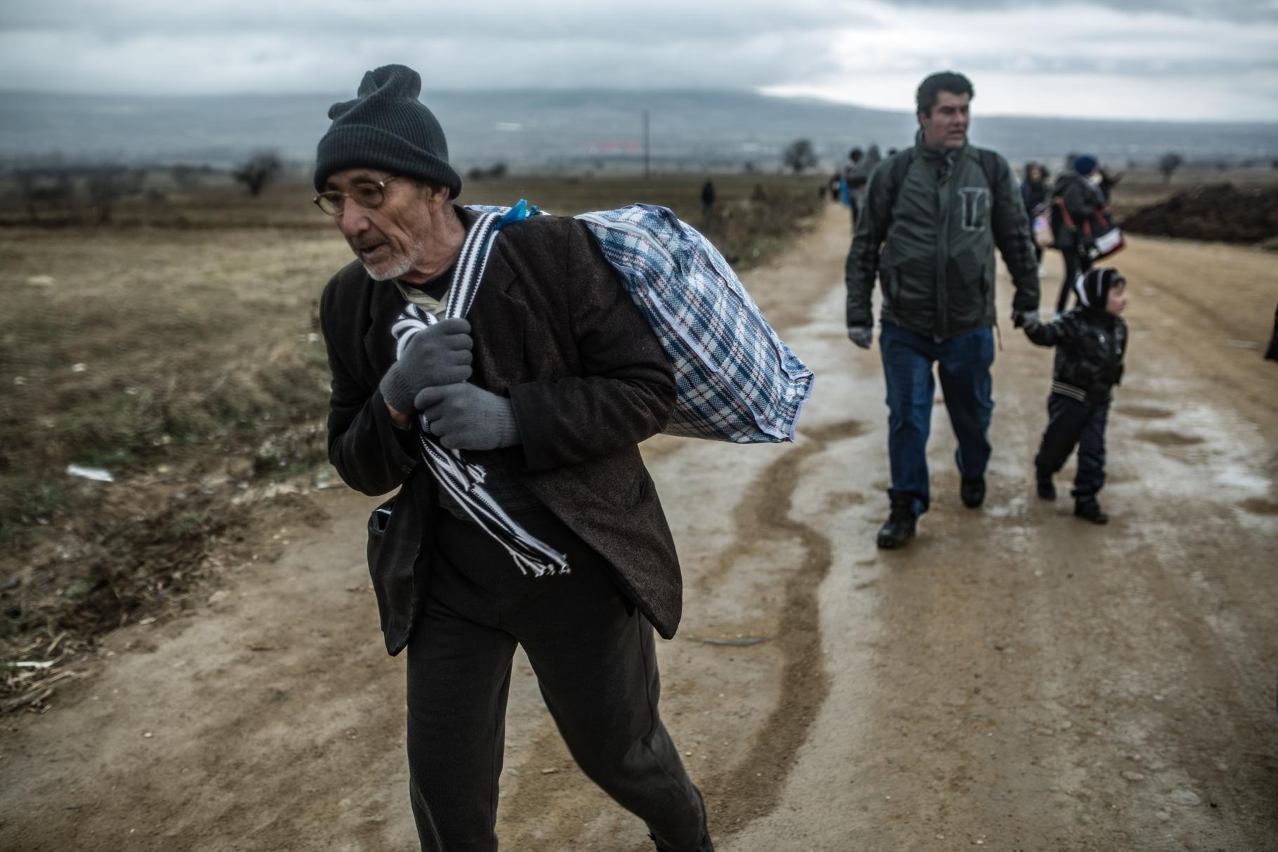 Menschen auf der Flucht - Grenze zwischen Mazedonien und Serbien