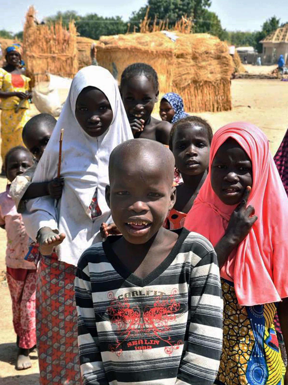 Kinder, die in einem Camp für Binnenflüchtlinge in Maiduguri im Bundesstaat Borno, Nigeria, leben.